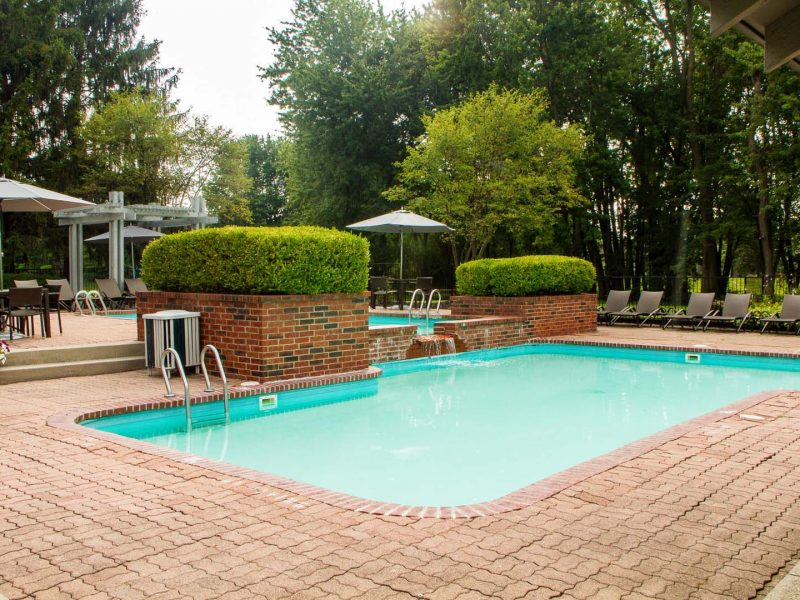 TGM Meadow View Outdoor Swimming Pool 3